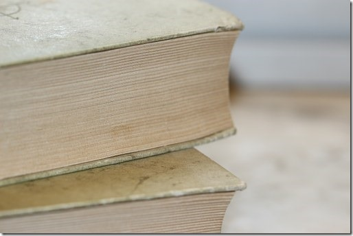 books-987690__340
